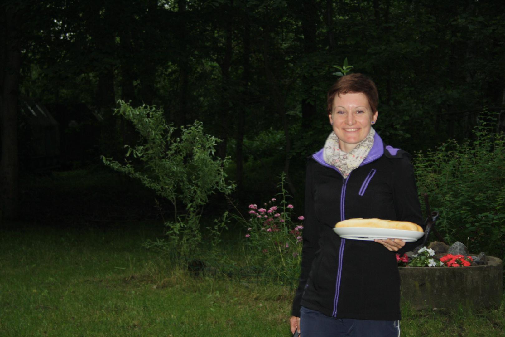 07 Jugendwartvertreterin Anika bringt das Baguette