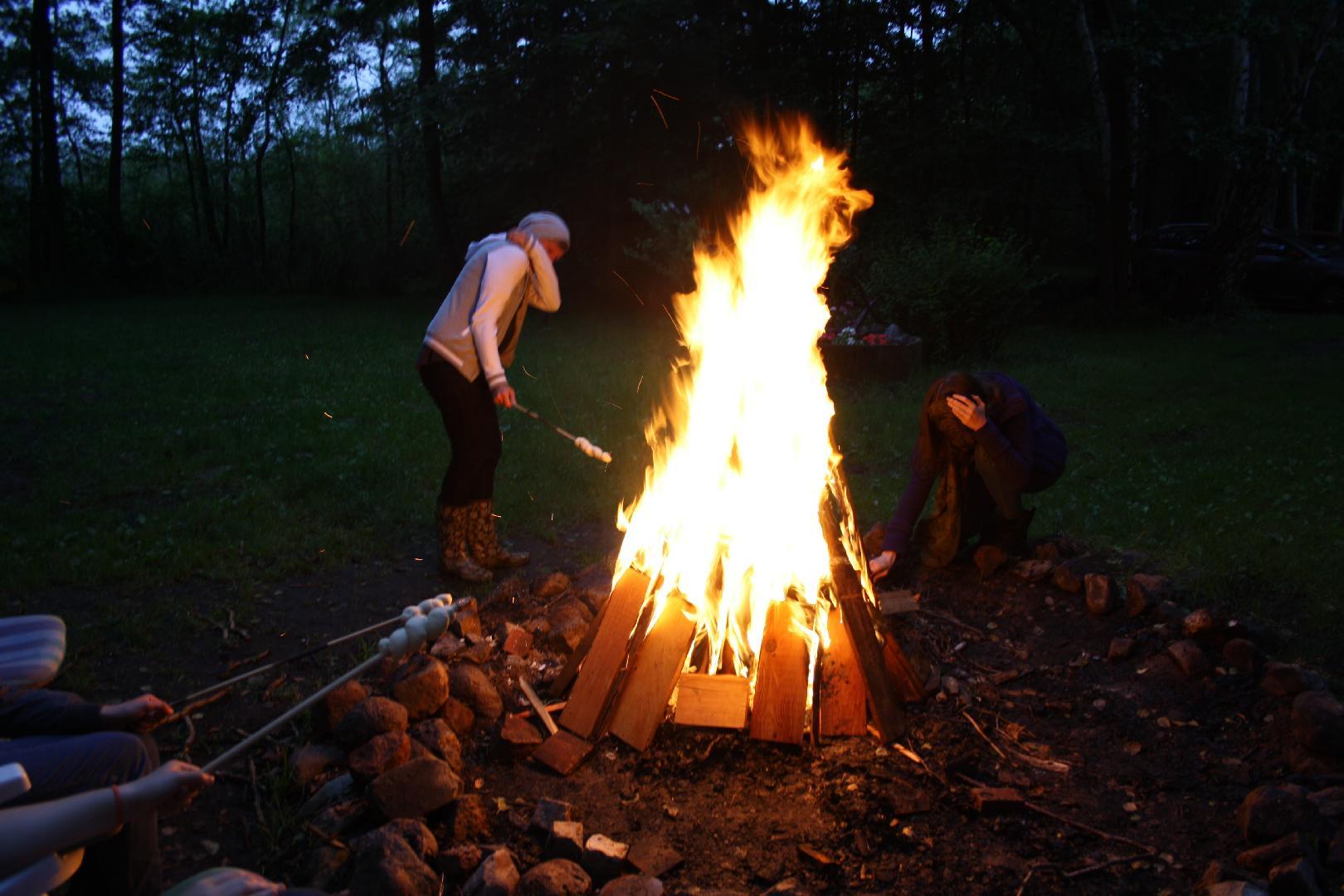 15 Endlich brennt es